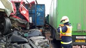 nehoda kamiony hasici1
