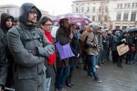 Zhruba tři sta lidí se sešlo na demonstraci pořádanou studenty Listopadem to nekončí. Autor: Petr Vozák