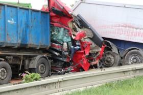 nehoda kamiony policie2