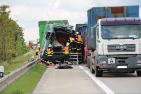 nehoda kamiony policie4