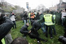 Policie zatkla jednoho výtržníka, který se chtěl prát. Autor: Lukáš Leitner
