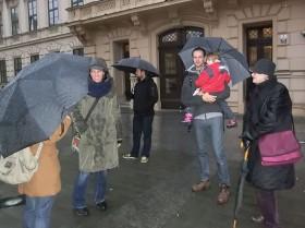Několik lidí se enstihl opřipojit k hlavnímu průvodu. Autor: Kateřina Šafářová