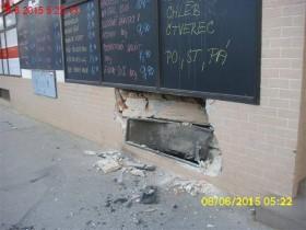 Opilý řidič nezvládl řízení a narazil do obchodu