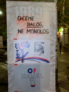 Výstava fotek a obrázků s tematikou sametové revoluce na Moravském náměstí. Autor: Kateřina Šafářová